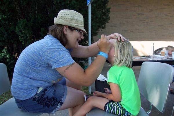 Face painting after ceremonies.